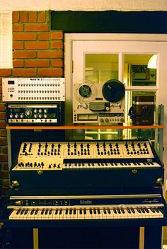 Sweet mother! Rhodes Piano, Oberheim 4 voice, Roland Space Echo, and Doepfer sequencer.