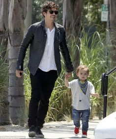 He has recently wrapped filming crime-drama Zulu and it's not due to premiere at Cannes Film Festival until May 26.    So Orlando Bloom has got plenty of time on his hands to hang out with his son Flynn.      Read more: http://www.dailymail.co.uk/tvshowbiz/article-2316510/Orlando-Bloom-smiles-proudly-spends-day-growing-son-Flynn--upstaged-youngster-fashion-front.html#ixzz2RuV3C6Wk   Follow us: @MailOnline on Twitter | DailyMail on Facebook