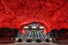 ソルナ・セントラム駅 「死ぬまでに訪れてみたい世界の地下駅15」 トリップアドバイザー