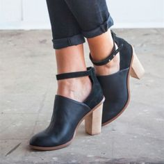 Women's Fall and Winter Fashion Ankle Booties Womens Fashion Street Style Outfits 2017 Lelia Black Patent Leather Round Toe Chunky Heels Ankle Strap Ankle Boots Thanksgiving Outfits 2017 Brunch Outfits Winter Casual Boots for Work, Date, Going out | FSJ
