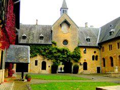 Abdij Orval-de zo geliefde plek van Gerben Terpstra die geen vakantie had gehad in de Belgische Ardennen als hij niet een bezoekje had gebracht aan deze abdij