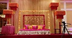 Ideas wedding reception on a budget decoration events Simple Stage Decorations, Engagement Stage Decoration, Wedding Decorations On A Budget, Marriage Decoration, Decorating On A Budget, Wedding Reception On A Budget, Budget Wedding Flowers, Wedding Reception Backdrop, Low Cost Wedding