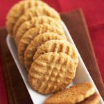You can't beat classic peanut butter cookies. These soft, chewy and moist cookie desserts are a kid-favorite. Only 25 minutes of prep is required for this easy dessert that's perfect for a potluck or (School Butter Cookies) Classic Peanut Butter Cookie Recipe, Chewy Peanut Butter Cookies, Favorite Cookie Recipe, Better Homes And Gardens Peanut Butter Cookie Recipe, Cookie Recipie, Peanut Butter Biscuits, Favorite Recipes, Butter Recipe, Chocolate Chip Cookies