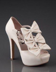 <3 I just wonder how many colors it comes in :)  MMMM Hmmmm good shoe!