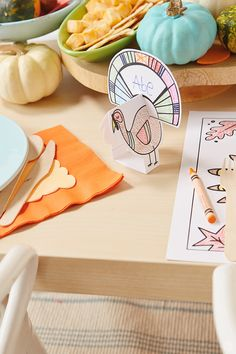 Here's a fun idea for the kids at Thanksgiving: Thanksgiving crafts for the kids table! These easy DIY crafts will keep them occupied during any Thanksgiving party. Check out the FREE printables, and get the kids crafting this holiday! Thanksgiving Place Cards, Thanksgiving Celebration, Thanksgiving Crafts For Kids, Thanksgiving Parties, Autumn Crafts, Art Desk For Kids, Kid Desk, Kids Craft Tables, Kid Table