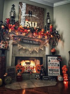 90 Halloween Mantel Decorating Ideas that will spruce up your Fireplace setting - Hike n Dip - - Need ideas to decorate your Halloween Mantel? Here are best Halloween Mantel Decorating Ideas that will give your Halloweeen decoration a new dimension. Retro Halloween, Halloween Home Decor, Holidays Halloween, Scary Halloween, Halloween 2019, Diy Halloween Decorations Indoor, Halloween Decorating Ideas, Hocus Pocus Halloween Decor, Halloween Bedroom