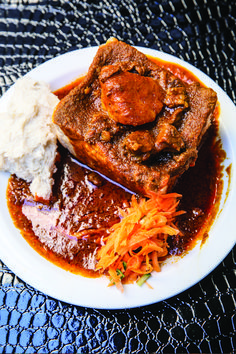 Secrets of the Moodley family's classic Mutton Bunny Chow Lamb Recipes, Curry Recipes, Cooking Recipes, South African Recipes, Indian Food Recipes, Ethnic Recipes, Kos, Mutton Curry Recipe, Food Truck Menu