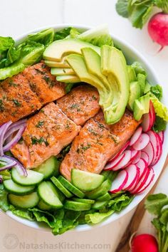 avocado salmon salad recipe is loaded with all of the best salad ingredients; crisp cucumber and lettuce, and juicy pan seared salmon. The lemon dill dressing is so easy and gives this salmon salad amazing fresh flavor. Salmon Salad Recipes, Salad Recipes Video, Fish Recipes, Seafood Recipes, Recipe Videos, Healthy Meal Prep, Healthy Dinner Recipes, Healthy Eating, Cooking Recipes