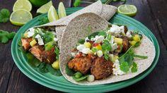 Taco med laks, spinat, frisk salsa og fetaost Carbonara Sauce, Norwegian Food, Tex Mex, Enchiladas, Fish Recipes, Food Inspiration, Kiwi, Seafood, Recipes