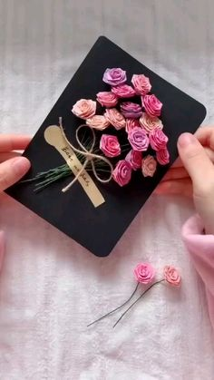 Instruções Origami, Paper Crafts Origami, Easy Paper Crafts, Diy Crafts For Gifts, Creative Crafts, Diy Paper, Diy Origami Cards, Diy Gifts Videos, Origami Gifts