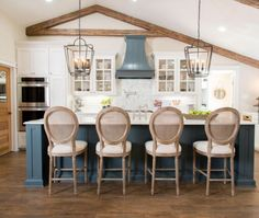 Get This Look: The Fixer Upper Cargo Ship House Kitchen - Did you love the first episode of season four of FIXER UPPER? Get the look of the Fixer Upper Cargo - Estilo Joanna Gaines, Joanna Gaines House, Chip And Joanna Gaines, Fixer Upper Kitchen, New Kitchen, Kitchen Dining, Kitchen Reno, Kitchen Island, Best Kitchen Design