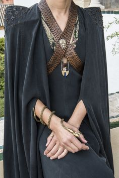 Game of Thrones Photo: The House of Black and White Got Costumes, Movie Costumes, Game Of Thornes, Game Of Thrones Costumes, Cosplay, Inspiration Mode, Costume Design, Creations, Textiles