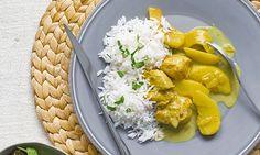 O caril de frango já faz parte das receitas portuguesas... se suavizarmos as especiarias. As maçãs e os coentros fazem deste caril de frango um prato diferente do habitual - mais fresco.