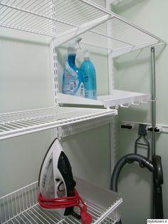 elfa,elfa-säilytys,siivousvälineet,siivouskomero,säilytys Laundry Storage, Storage Organization, Laundry Room, Rec Rooms, Cleaning Closet, Small Laundry, Home Studio, Home Appliances, House Design