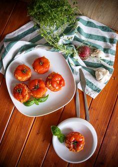 Rajčata plněná quinoou | Veganská liška Ratatouille, Tofu, Quinoa, Vegetables, Red Peppers, Vegetable Recipes, Veggies