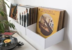 The best and record storage shelf : the TEEnyle by TEEbooks ! Organise and classify your LPs just like in a record shop. Room Ideas Bedroom, Bedroom Inspo, Diy Bedroom Decor, Dream Bedroom, Pvc Transparent, Shelves For Sale, Buy Vinyl, Uni Room, Vinyl Record Storage