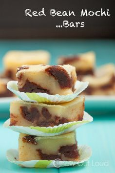 Red Bean Mochi Bars - Everything we love about Mochi, in a super easy bar dessert! Super soft, melt-in-your-mouth yumminess! Butter Mochi, Mochi Cake, Asian Desserts, Chinese Desserts, Gourmet Desserts, Plated Desserts, Almond Cookies, Red Beans, Jars