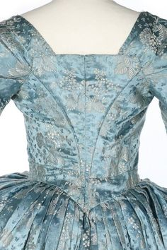 Robe à l'anglaise, 1770′sFrom Kerry Taylor Auctions | Fripperies and Fobs | Bloglovin'