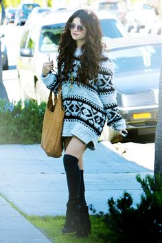 Selena Gomez stayed cozy while hanging out in this Free People fair isle sweater Selena Gomez Foto, Estilo Selena Gomez, Selena Gomez Outfits, Star Fashion, Love Fashion, Fashion Outfits, Bohemian Fashion, Boho, Woman Fashion