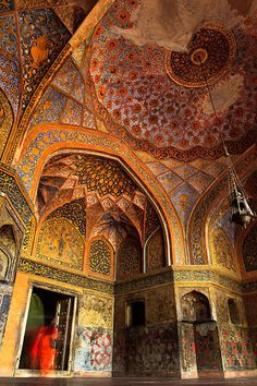 colourful interior of the Tomb of Akbar the Great, an important Mughal architectural masterpiece built in Sikandra, a suburb of Agra, India. Mughal Architecture, Beautiful Architecture, Beautiful Buildings, Art And Architecture, Photography Portfolio, Travel Photography, Hindu Temple, Temple India, Mughal Empire