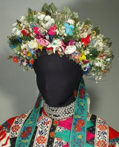 Bridal kroj from village Liptovské Sliače, Liptov region, Central Slovakia. Flower Crown, Flower Art, Shaman Woman, Contemporary Decorative Art, Bridal Headdress, Naive Art, Folk Costume, Costumes For Women, Folklore