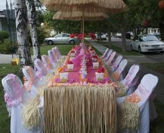 Mesa para una fiesta hawaiiana.