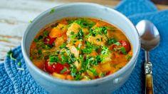 Kyllingsuppe med eple, søtpotet, karri og kokos Great Recipes, Soup Recipes, Favorite Recipes, Healthy Recipes, Healthy Food, Dinner Side Dishes, Dinner Sides, Slow Cooker Soup
