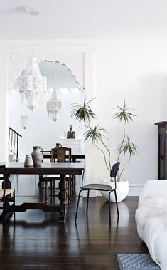 Love the decor! via Apartment 34 | Trend Spotting: {Let's All Put a Palm On It!}