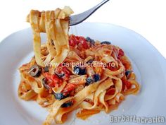 Paste cu sos de rosii Pizza Recipes, Cooking Recipes, Macaroni And Cheese, Food And Drink, Vegetarian, Favorite Recipes, Pasta, Ethnic Recipes, Boss