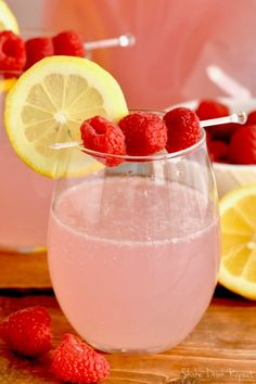 This Pink Lemonade Vodka Punch is the perfect summer cocktail! Made with only … This Pink Lemonade Vodka Punch is the perfect summer cocktail! Made with only THREE ingredients, you will want to make this vodka punch recipe all summer long. – Cocktails an Pink Lemonade Punch, Lemonade Punch Recipe, Pink Lemonade Recipes, Vodka Lemonade, Lemonade Cocktail, Vodka Drinks, Beverages, Alcoholic Punch Recipes Vodka, Cocktails Made With Vodka