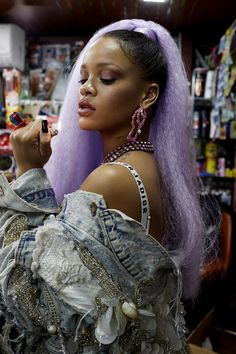 Rihanna stuns in Paper Magazine March 2017 Issue. Rihanna wears a Bally fur coat with a Christian Dior bra and top for cover shoot. Estilo Rihanna, Rihanna Riri, Rihanna Style, Rihanna Casual, Rihanna Fashion, Rihanna Outfits, Beyonce, Cover Shoot, Green Hair