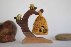 Bees with Hive Wooden Toy Playset - Nature Table - Waldorf Animal Toddler Toys, Baby Toys, Kids Toys, Waldorf Crafts, Waldorf Toys, 2 Advent, Nature Table, Homemade Toys, Bees Knees
