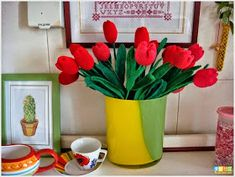 These Crochet Tulips will Make a Perfect Home Decor Knitted Flowers, Diys, Planter Pots, Knitting, Creative, How To Make, Home Decor, Log Projects, Crochet Flowers