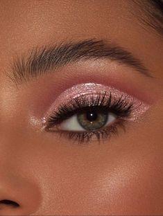 50 Awesome Christmas Makeup Ideas Looks You'll Love Burgundy Makeup, Brown Skin Makeup, Pink Eye Makeup, Glitter Eye Makeup, Makeup Eye Looks, Eye Makeup Art, Cute Makeup, Simple Makeup, Natural Makeup