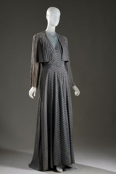 Elizabeth Hawes evening ensemble, Collection of The Museum at FIT. Women's vintage fashion history clothing for fall winter Vintage Outfits, Vintage Gowns, Vintage Mode, Vintage Clothing, Vintage Style, 1930s Fashion, Retro Fashion, Vintage Fashion, Womens Fashion