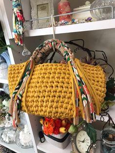 Marvelous Crochet A Shell Stitch Purse Bag Ideas. Wonderful Crochet A Shell Stitch Purse Bag Ideas. Bag Crochet, Crochet Handbags, Crochet Purses, Crochet Clothes, Yarn Bag, Finger Knitting, Macrame Bag, Diy Purse, Fabric Bags