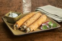 Baked Chipotle Chicken Flautas - Only 30 minutes needed to cook! Empanadas, Burritos, Cuban Recipes, Dinner Recipes, Corn Tortilla Recipes, Sushi, New Chicken Recipes, Tacos, Chipotle Chicken