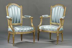 Paire de fauteuils en bois sculpté et doré à dossier chapeau de gendarme, estampillés J B | Vendu 2000€ le 22 avril 2016 I Daguerre