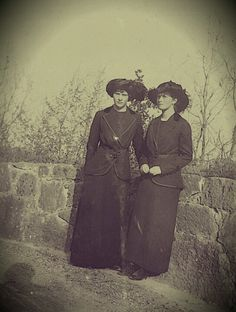 Grand Duchesses Tatiana (left) and Olga, circa 1916.