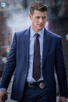 Gotham-407b_SCN18_JN_0370_f_hires1 Jim Gordon Gotham, Gotham Bruce, Gotham Batman, Gotham Characters, Gotham Villains, Ben Mckenzie Gotham, Gotham Season 4, Benjamin Mckenzie, Gotham Academy