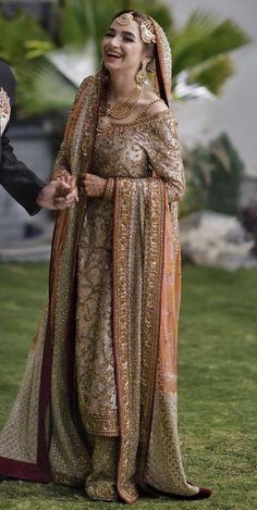Valima bride wearing dr Haroon Source by Our Reader Score[Total: 0 Average: Related inspirierende und motivierende Zitate aller Zeiten! Bridal Mehndi Dresses, Nikkah Dress, Shadi Dresses, Pakistani Formal Dresses, Pakistani Wedding Outfits, Bridal Dress Design, Pakistani Wedding Dresses, Pakistani Dress Design, Bridal Outfits