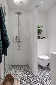 Fresh and Cool Small Bathroom Remodel and Decor Ideas (33)