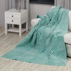 Koc Cotton Cloud Mint Maze Koce i pledy - Dekoria. Cotton Clouds, Egyptian Cotton, Home Decor Furniture, Unique Home Decor, Traditional House, Stay Warm, Linen Bedding, Accent Decor, Armchair