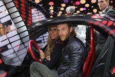 La #Renault #Twizy présentée au Mondial de l'auto 2012 par Cathy & David #Guetta - votre actu auto sur ouestfrance-auto.com