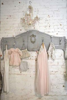 9 Dynamic ideas: Shabby Chic Curtains Tie Backs shabby chic bedroom furniture.Shabby Chic House Little Cottages shabby chic decoracion guest rooms. Baños Shabby Chic, Cocina Shabby Chic, Shabby Chic Bedrooms, Shabby Chic Kitchen, Shabby Chic Furniture, Painted Furniture, Shabby Chic Coat Hooks, Shabby Vintage, Repurposed Furniture