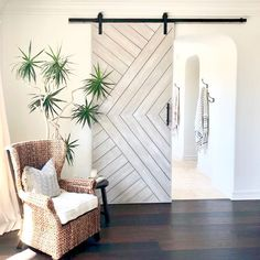 16 Example Designs of Stylish Interior Sliding Barn Doors – Gazzed Chevron Single sliding barn door House Design, Door Design, House, Traditional House, Home, Interior Sliding Barn Doors, Home Remodeling, Doors Interior, Contemporary House