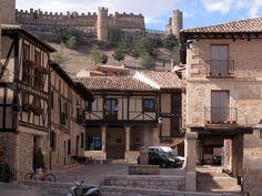 Plaza Mayor y Castillo en Peñaranda de Duero en #Burgos