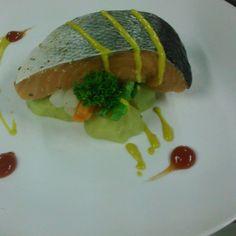 Pan seared Salmon Holandaise