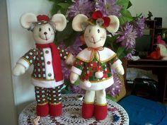 NANCY CABALLERO SIERRA MANUALIDADES PAO: RATONES NAVIDEÑOS Christmas Crafts, Xmas, Christmas Ornaments, Baby Toys, Elf, Diy And Crafts, Dolls, Holiday Decor, Outdoor Decor