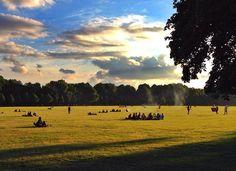 Grillen im Stadtpark! Wir können den Sommer kaum noch erwarten. Wie seht ihr das?☀️☀️☀️ Stadtpark Hamburg Grillen bbq #sun summer relax wiese clouds fun friends
